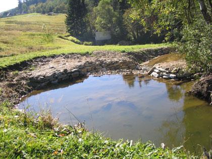 Rennerův potok - vytvoření tůní mezi balvanitými skluzy