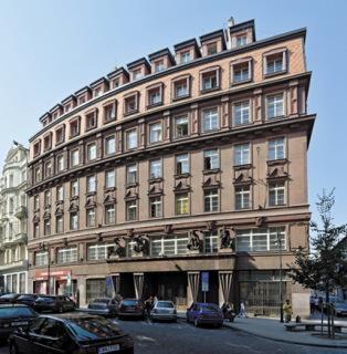Odborový dům Na Perštýně, Praha, realizace budovy 1922–1924 (zdroj: Gampe, 2015, Wikimedia Commons, CC BY-SA 4.0)