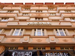 Radiopalác na Vinohradské třídě, realizace 1922–1924 (zdroj: VitVit, Wikimedia Commons, 2012, CC BY-SA 3.0)