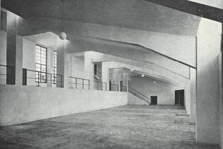 Šatny pod hlavní železobetonovou tribunou (zdroj: [1], str. 47)