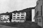Dům č. 9 (první zleva) v kolonii Nový dům v Brně, 1928, jehož autorem je Jiří Kroha