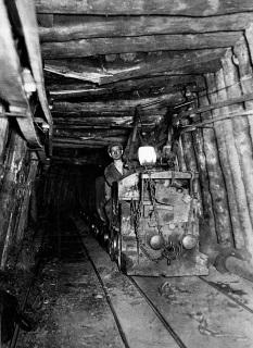 """""""Magdonův vnuk"""" jako řidič nejmodernější důlní lokomotivy na sklonku třicátých let 20. století"""