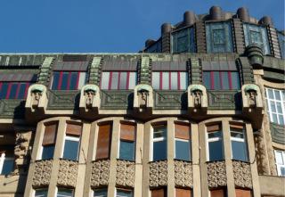 Obr. 09 Šupichovy domy – detail průčelí (zdroj: Gampe, 2009, volné dílo)