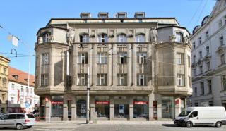 Obr. 11 Dům Diamant, Lazarská ulice Praha – Nové Město, 1912–1913 (zdroj: VitVit, 2018, Wikimedia Commons, CC BY-SA 4.0)