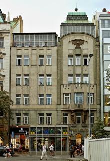 Obr. 05 Adamova lékárna, Václavské náměstí 1911–1913 (zdroj: VitVit, 2018, Wikimedia Commons, CC BY-SA 4.0)