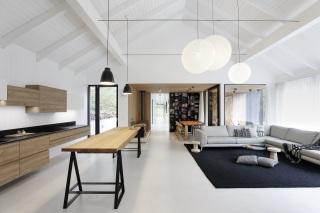 Obývací pokoj otevřený až do krovu