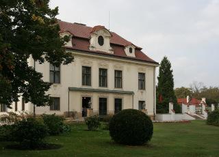 Kramářova vila v Praze, postavená v letech 1911 až 1914 (zdroj: che, 2006, Wikimedia Commons, CC BY-SA 2.5)