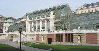 Palmový skleník z roku 1901, Vídeň (zdroj: autor neuveden, 2005, Wikimedia Commons, CC-BY SA, 3.0)