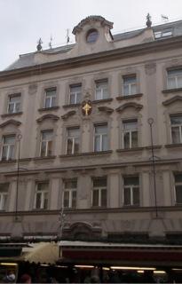 Dům U Zlatého kříže, Praha, 1880 (foto: Petr Zázvorka, 2020)
