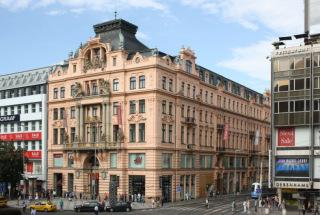 Palác Assicurazioni Generali, Praha, 1895 (zdroj: Jaroslav Zastoupil-Gampe, 2011, Wikimedia Commons,  CC BY-SA 3.0)