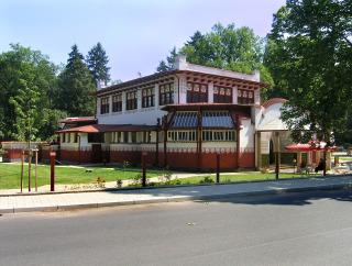 Lázeňský dům v Mšeném – pavilon Dvorana (zdroj: Packa, 14. července 2010, CC BY-SA 3.0)
