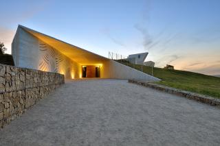 Hlavní vstup do podzemní části archeoparku