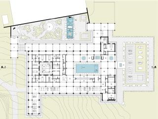 Půdorys 1.NP, 1 meditační zahrada, 2 otevřená vstupní galerie, 3 recepce, 4 bazénová hala a vířivky, 5 sluneční terasa, 6 SPA – sauna a pára, 7 relaxační galerie, 8 blok masážních místností s venkovním relaxačním atriem