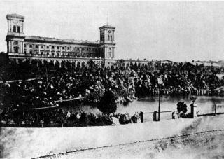 Městský sad před hlavním nádražím císaře Františka Josefa I.