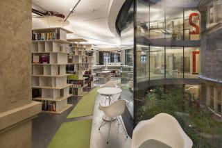 Kancelářský prostor s novým atriem, Jarrayova část