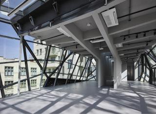 Pohled na nosné konstrukce v interiéru