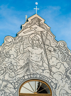 Obr. 15 Kaple Kalvárie (sv. Kříže) – detail sgrafita nad vstupními dveřmi do kaple – Zmrtvýchvstání Krista (foto: Tomáš Malý)