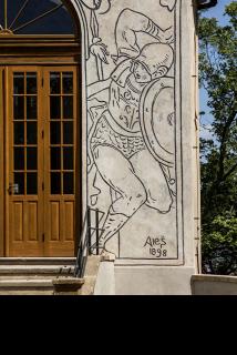 Obr. 16 Kaple Kalvárie (sv. Kříže) – detail sgrafita na pravé straně od vstupu do kaple – římský voják – signatura Mikoláš Aleš, 1898 (foto: Ladislav Bezděk)