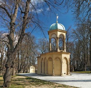 Obr. 17 Kaple Božího hrobu – jihozápadní pohled s obnovenou poslední historickou barevností na základě restaurátorského návrhu (foto: Ladislav Bezděk)