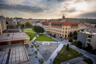 Celkový pohled na dokončenou revitalizaci Smetanova náměstí