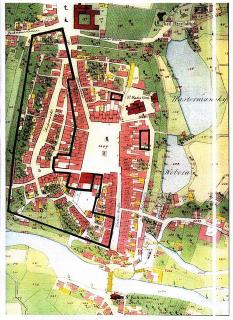 Císařský otisk stabilního katastru z počátku 19. století se zákresem plochy určené v sedmdesátých letech 20. století k demolici téměř poloviny historického jádra Havlíčkova Brodu