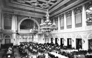 V roce 1886 dodala firma Křižík velký lustr do hlavního sálu a tři menší do malého sálu a restaurace paláce Žofín nedaleko Národního divadla. Elektrický proud vyráběla malá elektrárna na jižním konci ostrova, kterou zřídila Pražská obecní plynárna