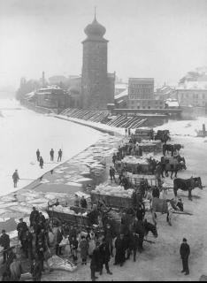 Obr. 3 Budova spolku Mánes a Šítkovské mlýny,  cca 1900 (foto: Jindřich Eckert, volné dílo)