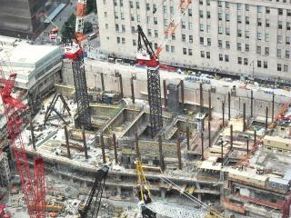 Obr. 07. Výstavba podzemních podlaží věže 2WTC (červen 2011), zdroj: rhomas913