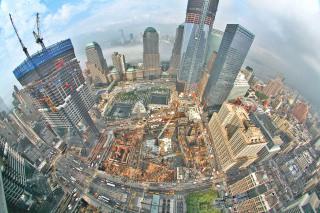 Obr. 06. Intenzivní souběžná výstavba věží 1WTC až 4WTC a ostatních stavebních objektů na Ground Zero v létě 2011, zdroj: speric