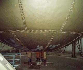 Obr. 06 Vlastní nádrž je tvořena jednotlivými ocelovými pláty propojenými nýtováním