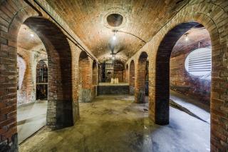 Interiér staré čistírny odpadních vod v Praze-Bubenči, původně sklad chemikálií, 2018 (foto: Tomáš Malý)
