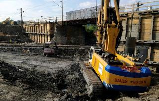 Obr. 03 Výstavba mostu na křížení tratí Praha-Hostivař – Praha hlavní nádraží s tratí Praha-Malešice – Praha hlavní nádraží