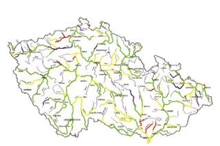 Mapa kvality vody ve významných vodních tocích, hodnocených jako průměr z dvouletých hodnocení (dvanáct odběrů ročně) v období 2000-2001