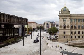 Pohled na celkové řešení prostoru mezi oběma budovami Národního muzea, ulicemi Wilsonovou a Legerovou. Současný stav