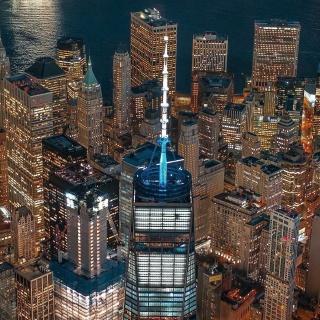Obr. 21. Večerní pohled na vrcholky věží 3WTC, 4WTC a One World Trade Center