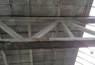 Obr. 7 Spoj vazníku – dvojice svislých prutů, spolehlivý znak předpjatých konstrukcí