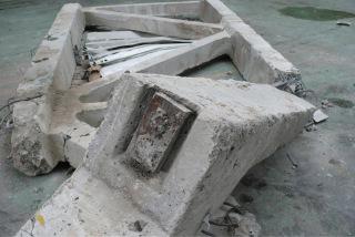 Obr. 8 Foto kotevního místa předpjaté výztuže po kolapsu vazníku