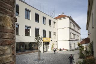 Východní pohled na budovu školy po stavebních úpravách