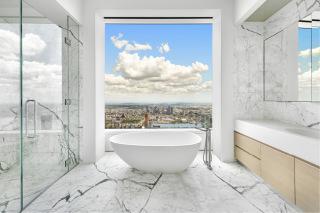 Obr. 25 Variace provedení vyhlídkové koupelny s volně stojící mramorovou vanou