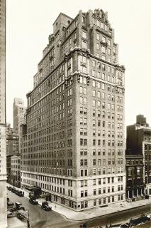 Obr. 03 Hotel Drake z roku 1927, který byl zbourán v roce 2007
