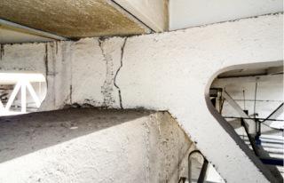 Obr. 05a Vícelodní halové objekty – vyplnění styků příhradových vazníků maltovou zálivkou