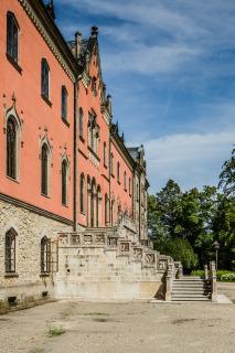 Vnější  část  schodiště  levého  ramene  –  finální  stav  po  stavebních  a restaurátorských pracích (foto: Tomáš Malý)