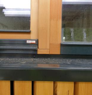 Obr. 22 Detail okna s oplechováním, parapetem a návazností na fasádu