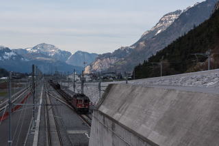 Kolejiště před severním portálem
