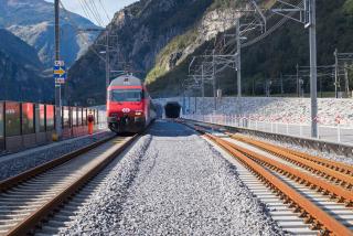 Uvedení do provozu – vlaková souprava před portálem