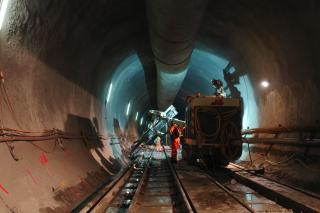 Úsek Faido – východní tunelová trouba, kotvení dna tunelu