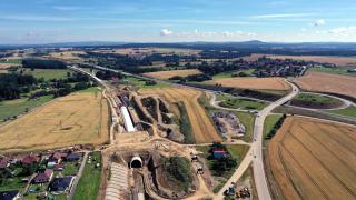 Tunel Zvěrotice - souběh trati a dálnice D3 (foto: Ing. Libor Mařík)