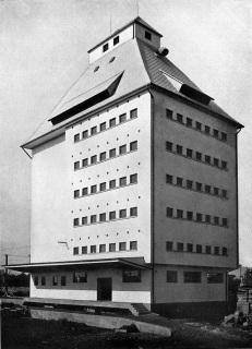 Budova skladiště zemědělských produktů v Mukačevu