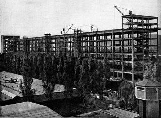 Rozestavěné skelety firmy Baťa v Otrokovicích