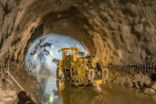 Provádění mikropilotového deštníku nad kalotou tunelu